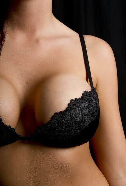 大胸部的女性,一定擠的出乳溝嗎?