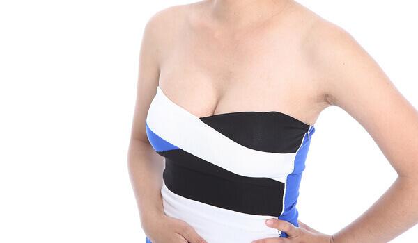 自然立體的乳溝