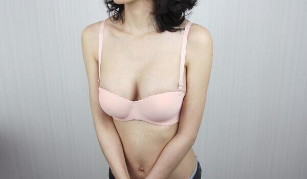 一般的內衣也能有自然的乳溝