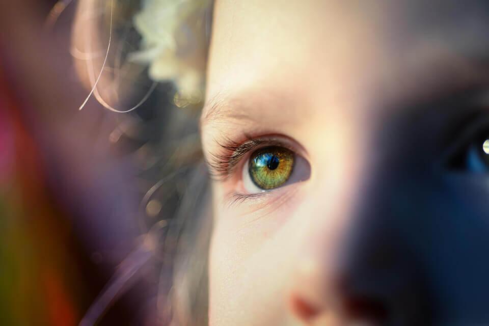 玻尿酸淚溝失敗會失明嗎?淚溝毛毛蟲該怎麽處理?